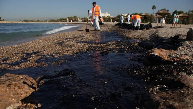 Βελτιωμένη η κατάσταση στον Σαρωνικό - Με εντατικούς ρυθμούς συνεχίζεται ο καθαρισμός (pics)