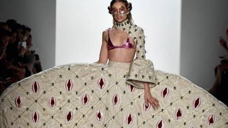 NYFW: Μέσα στο εκκεντρικά τολμηρό show μόδας που σόκαρε τη Νέα Υόρκη