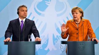 H Μέρκελ προειδοποιεί τον Ορμπάν με οικονομικές συνέπειες αν δεν δεχθεί πρόσφυγες