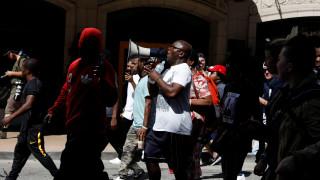 Οργή στο Σεντ Λούις για την αθώωση αστυνομικού που σκότωσε Αφροαμερικανό το 2011 (pics)