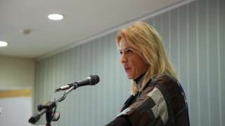Πόλεμος ανακοινώσεων Δούρου-Θεοδωράκη για τη ρύπανση στο Σαρωνικό