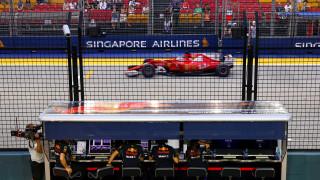 F1: Ο Φέτελ επέστρεψε στην pole position στη Σιγκαπούρη (vids)