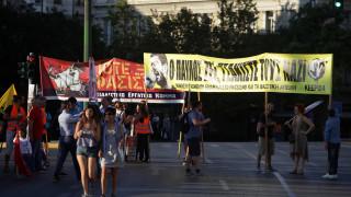 Πλήθος κόσμου στη συγκέντρωση μνήμης για τον Παύλο Φύσσα στο Σύνταγμα (pics)