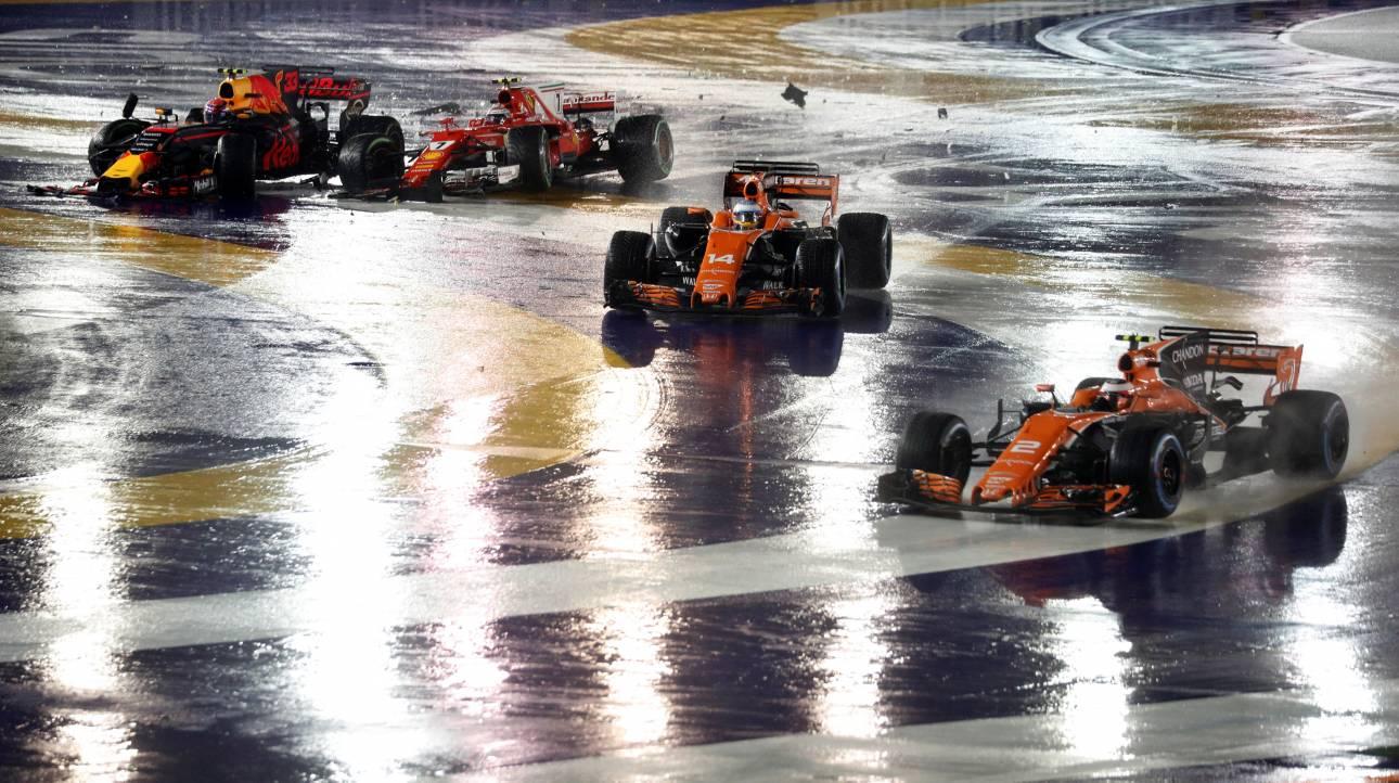 F1: Χάος στην εκκίνηση στη Σιγκαπούρη, εκτός οι Ferrari, νίκη του Χάμιλτον (vids)