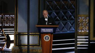 H απροσδόκητη εμφάνιση του Σον Σπάισερ σκόρπισε γέλιο στα βραβεία Emmy (pics&vid)