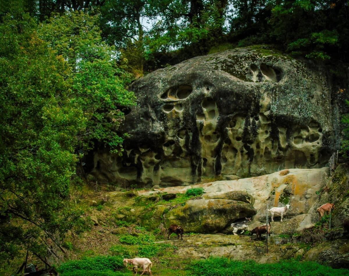 01β Ο βράχος με τα πρόσωπα στο Μέγαρο Γρεβενών