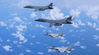 Επίδειξη ισχύος με προσομοίωση βομβαρδισμού και άλλες στρατιωτικές ασκήσεις στην Κορεατική Χερσόνησο