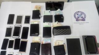 Εκατοντάδες χιλιάδες ευρώ τα κέρδη της σπείρας πορτοφολάδων – Στις 31 οι συλλήψεις (pics)