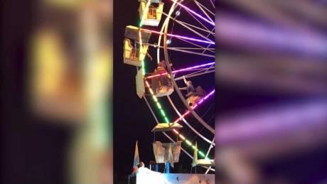Βίντεο σοκ: Έπεσε από τη ρόδα σε λούνα παρκ