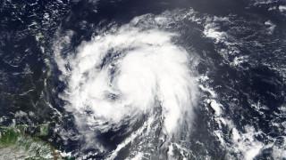 Ο κυκλώνας Μαρία δυνάμωσε και κινείται απειλητικά προς τα νησιά της Καραϊβικής