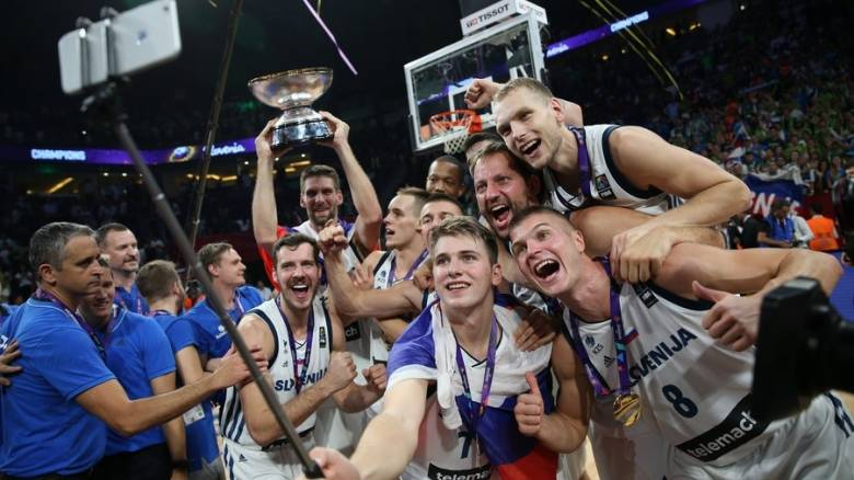 Eurobasket 2017: Υποδοχή πρωταθλητών σε Σλοβενία και ... Σερβία (vids)