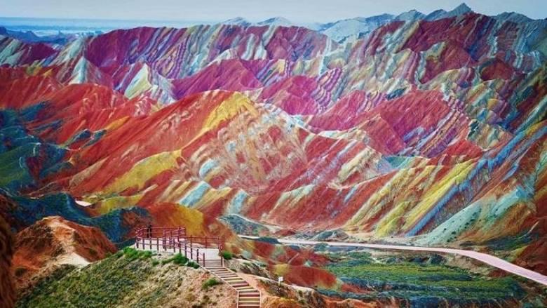 Zhangye Danxia: Το μέρος που το ουράνιο τόξο «αγγίζει» τη γη