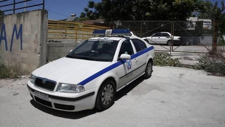 Πάτρα: Νεαρός ταμπουρώθηκε στο σπίτι του - Απειλεί να αυτοπυροβοληθεί (vid)