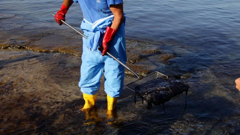 Επιθεώρηση Ν.Σαντορινιού στις επιχειρήσεις απορρύπανσης: Η εικόνα παρουσιάζει σαφή βελτίωση, τόνισε