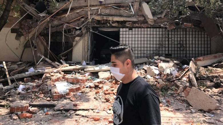 Ισχυρός σεισμός στο Μεξικό – Βγήκαν στους δρόμους οι πολίτες (pics)