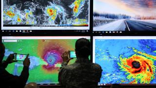 Ο σαρωτικός τυφώνας Μαρία κινείται απειλητικά προς το Πουέρτο Ρίκο (pics&vids)