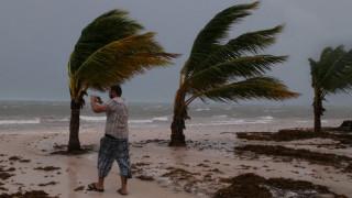 Μετά το Πουέρτο Ρίκο ο τυφώνας Μαρία πλήττει τη Δομινικανή Δημοκρατία (pics)