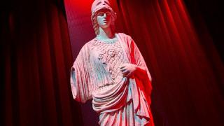 Εβδομάδα Μόδας: Η Gucci φέρνει Θεούς & λαμπερούς δαίμονες στο Μιλάνο
