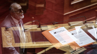 «Μετωπική» στη Βουλή για τη διαχείριση του ναυαγίου και την πετρελαιοκηλίδα που μόλυνε τον Σαρωνικό