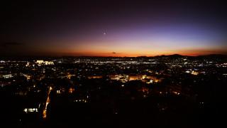Η μαγευτική θέα της Αθήνας από τον Λυκαβηττό την ώρα που δύει ο ήλιος