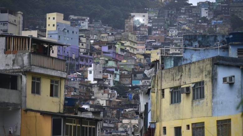 Βραζιλία: Ο στρατός αναπτύχθηκε στη φαβέλα Ροσίνια όπου μαίνονται συγκρούσεις μεταξύ συμμοριών
