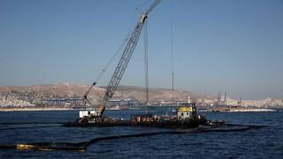 Το δεξαμενόπλοιο «Siros» ξεκίνησε την απάντληση των πετρελαιοειδών του «Αγία Ζώνη»