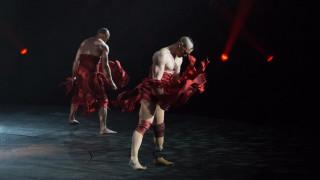 Η δύναμη της ανθρώπινης θέλησης: Μετά τον ακρωτηριασμό, χορευτής σε κορυφαίο σώου του Βέγκας