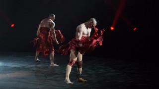 Η δύναμη της θέλησης: Μετά τον ακρωτηριασμό, χορευτής σε κορυφαίο σώου του Βέγκας (video)