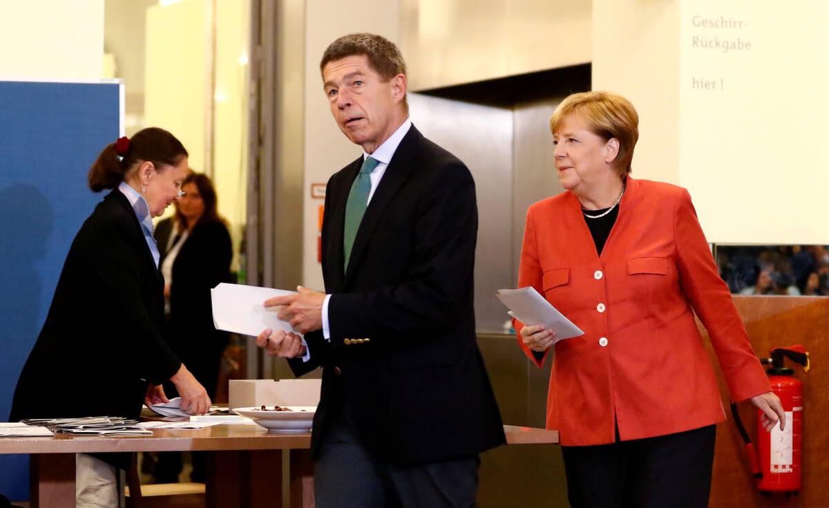2017 09 24T124141Z 616432269 RC1E13FE2780 RTRMADP 3 GERMANY ELECTION MERKEL VOTES