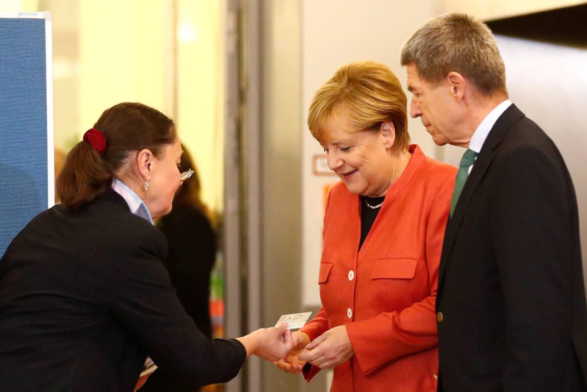 2017 09 24T124425Z 143372496 RC12652E2F80 RTRMADP 3 GERMANY ELECTION MERKEL VOTES