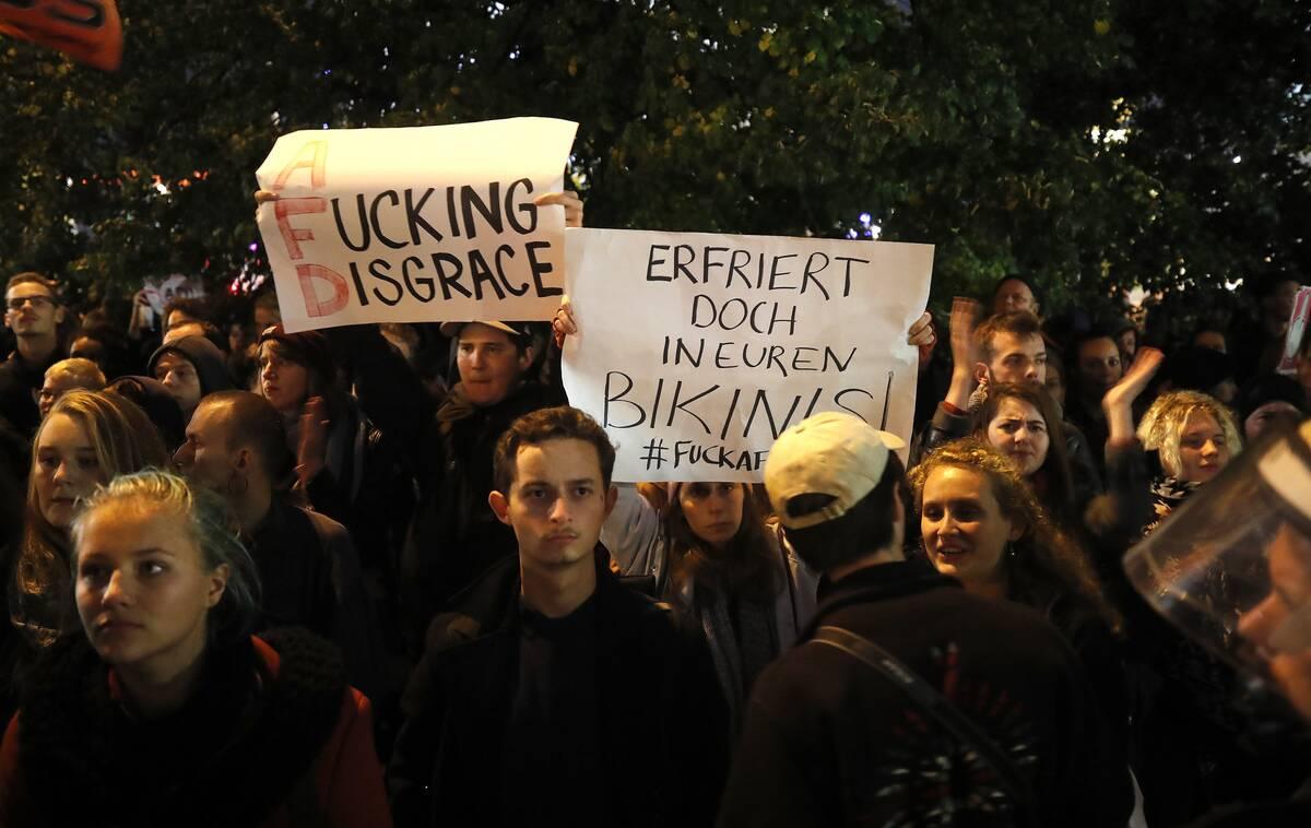 2017 09 24T202236Z 2094769210 UP1ED9O1KLNRZ RTRMADP 3 GERMANY ELECTION AFD PROTEST