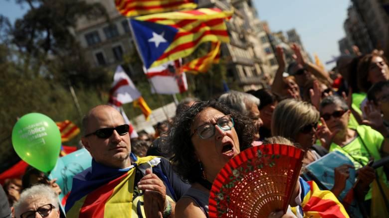 Αποφασισμένες να προχωρήσουν με το δημοψήφισμα οι καταλανικές Αρχές