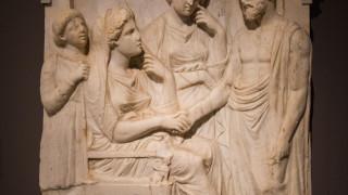 Η υφαντουργία των αρχαίων Ελλήνων διέφερε σημαντικά από αυτή των Ιταλών