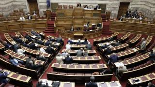 Στα άκρα η αντιπαράθεση στη Βουλή για τον Καμμένο