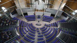 «Γρίφος» ο σχηματισμός γερμανικής κυβέρνησης - Πιέσεις για μετακίνηση Σόιμπλε