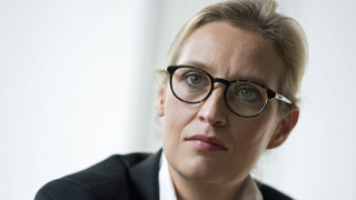 Alice Weidel: Η αντιφατική γυναίκα που έβαλε την ακροδεξιά στη γερμανική Βουλή (pics)