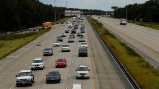 Νεογέννητο εγκαταλείφθηκε σε αυτοκινητόδρομο με χιλιάδες μετρητά πάνω του