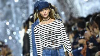PFW S/S 2018: Μηνύματα για την ενδυνάμωση του γυναικείου φύλου στα μπλουζάκια του οίκου Dior