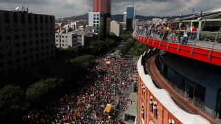 Στους δρόμους της Βαρκελώνης χιλιάδες φοιτητές υπέρ του δημοψηφίσματος (pics)
