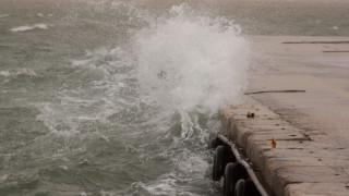 Θυελλώδεις άνεμοι σε όλη τη χώρα: Γενικό απαγορευτικό από Ραφήνα και Λαύριο