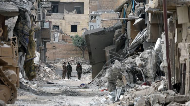 Περικυκλωμένοι στη Ράκα οι τζιχαντιστές «παίρνουν τις τελευταίες ανάσες τους»