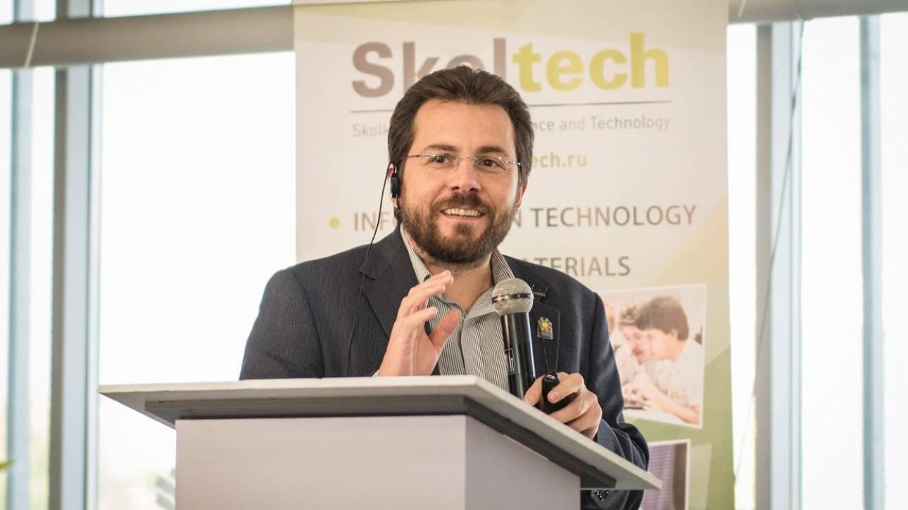 Έλληνας επιστήμονας προτείνει ένα νέο είδος υπερυπολογιστή που θα βασίζεται στο φως και στην ύλη