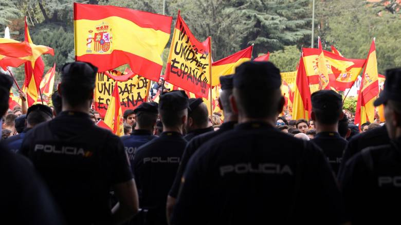 Καταλονία: Έκρυθμη η κατάσταση λίγες ώρες πριν από το δημοψήφισμα