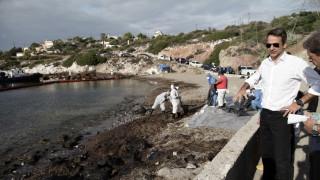 Αυτοψία Κ.Μητσοτάκη στις εργασίες απορρύπανσης στη Σαλαμίνα (pics)