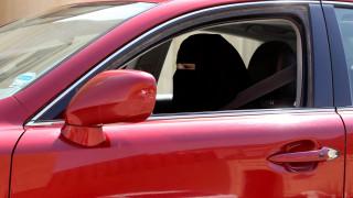 Σαουδική Αραβία: Ένταλμα σύλληψης για tweet για το δικαίωμα των γυναικών στην οδήγηση