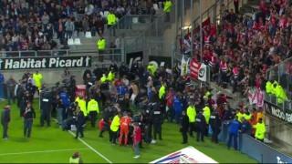 Γαλλία: Κατέρρευσε κιγκλίδωμα γηπέδου τραυματίζοντας δεκάδες άτομα (pics+vid)