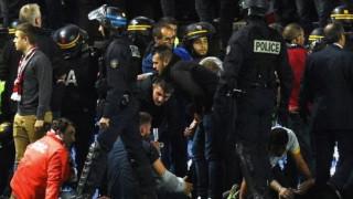 Βίντεο - σοκ: Η στιγμή που καταρρέει το κιγκλίδωμα ενώ οι οπαδοί πανηγυρίζουν το γκολ (vids)