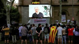 Τζούλιαν Ασάντζ: Το δημοψήφισμα στην Καταλονία είναι ο Πρώτος Διαδικτυακός Πόλεμος