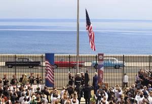 14 Αυγούστου 2015: Αμερικανοί πεζοναύτες κάνουν έπαρση της σημαίας των ΗΠΑ στην αμερικάνικη πρεσβεία της Αβάνας ύστερα από 54 χρόνια.