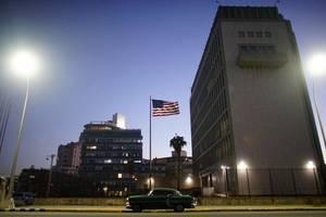 29 Σεπτεμβρίου 2017: Μία σειρά «ανεξήγητων ασθενειών» μελών του προσωπικού της αμερικάνικης πρεσβείας στην Κούβα οδηγεί τον υπουργό Εξωτερικών των ΗΠΑ, σε σημαντική μείωση του αριθμού των διπλωματών που εργάζονται στην Αβάνα. Συνολικά 21 άτομα παρουσίασαν